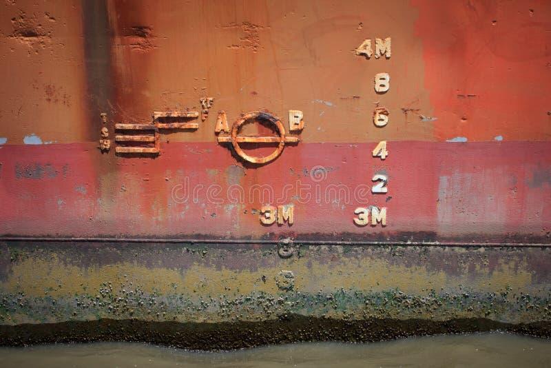 Numéros de jauge de profondeur de bateaux photo stock