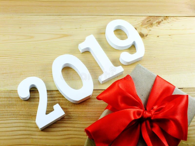 Numérotez la bonne année matérielle en bois sur le fond en bois avec l'espace de copie photo libre de droits