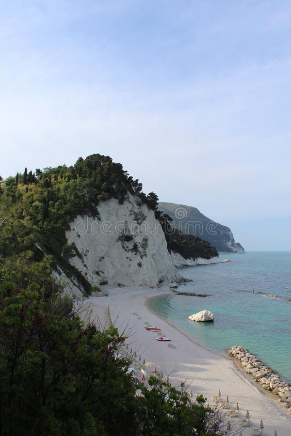 Numana, playa blanca, Italia imagen de archivo libre de regalías