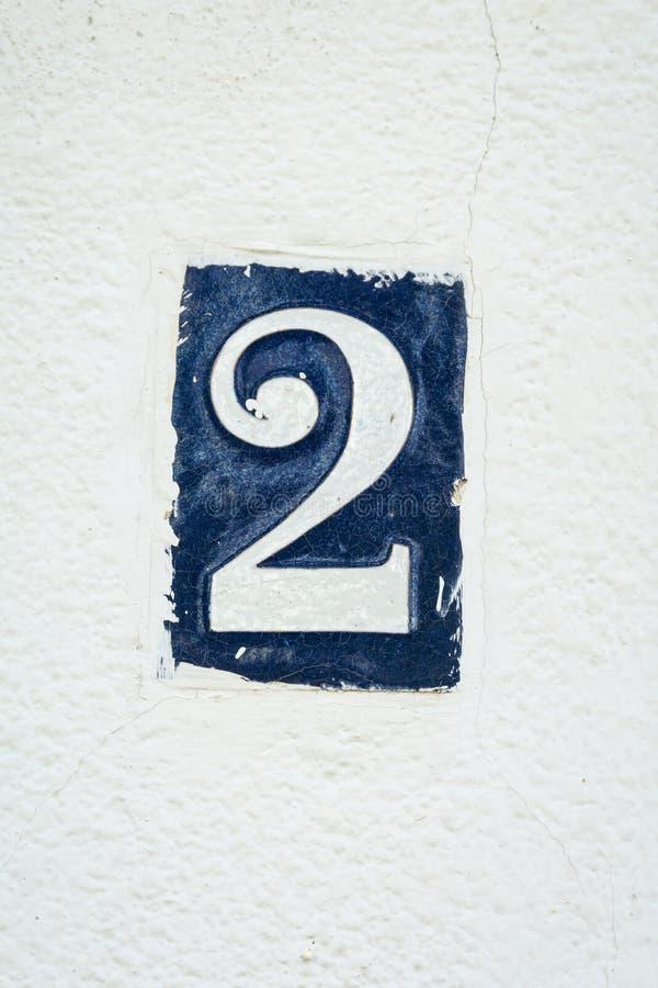 Numer dwa drzwi kafelkowa liczba w błękit emalii zdjęcie stock