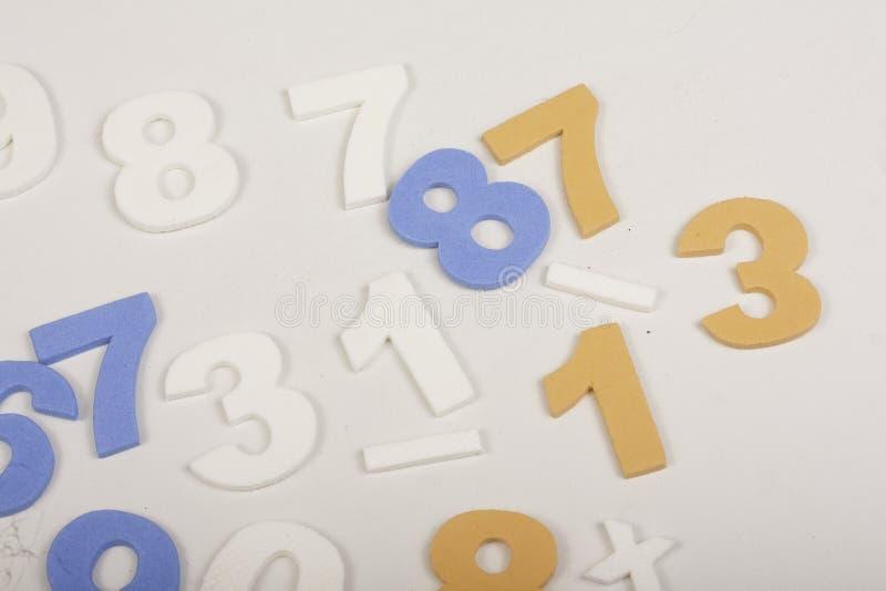 Numera las matemáticas coloridas foto de archivo libre de regalías