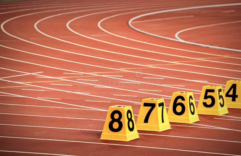 Numeri del vicolo della pista di atletica fotografia stock