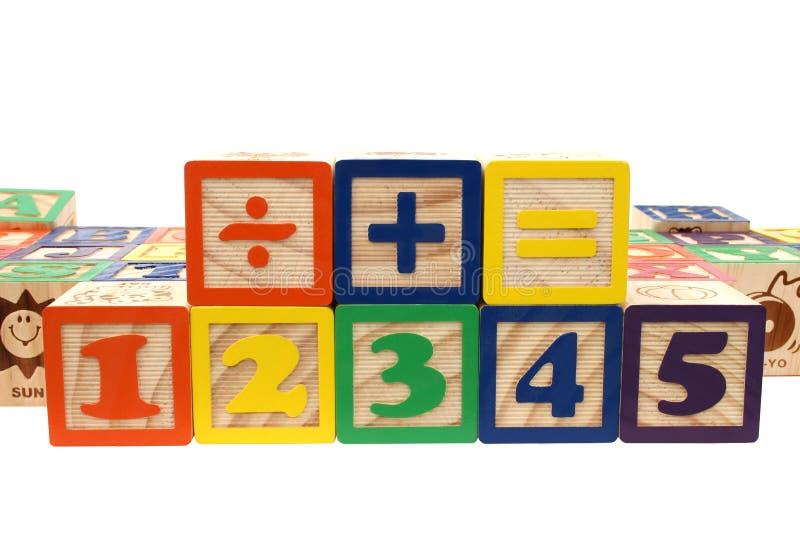 Numeri Di Blocchi E Segni Di Per La Matematica Immagine Stock