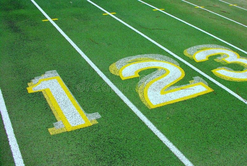 Numeri sulla pista verde. immagini stock libere da diritti