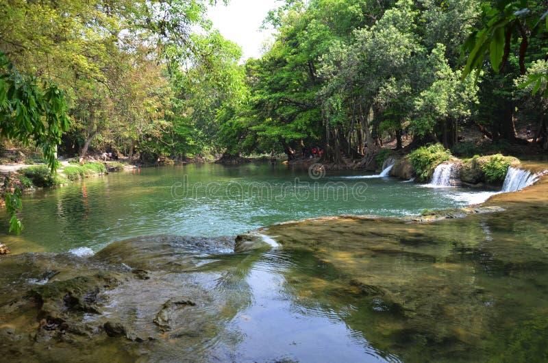 Numeriska Tok Chet Sao Noi Waterfall i Saraburi Thailand royaltyfria bilder