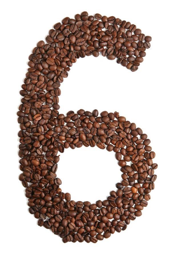 Numero 6 dai chicchi di caffè isolati su fondo bianco immagini stock libere da diritti