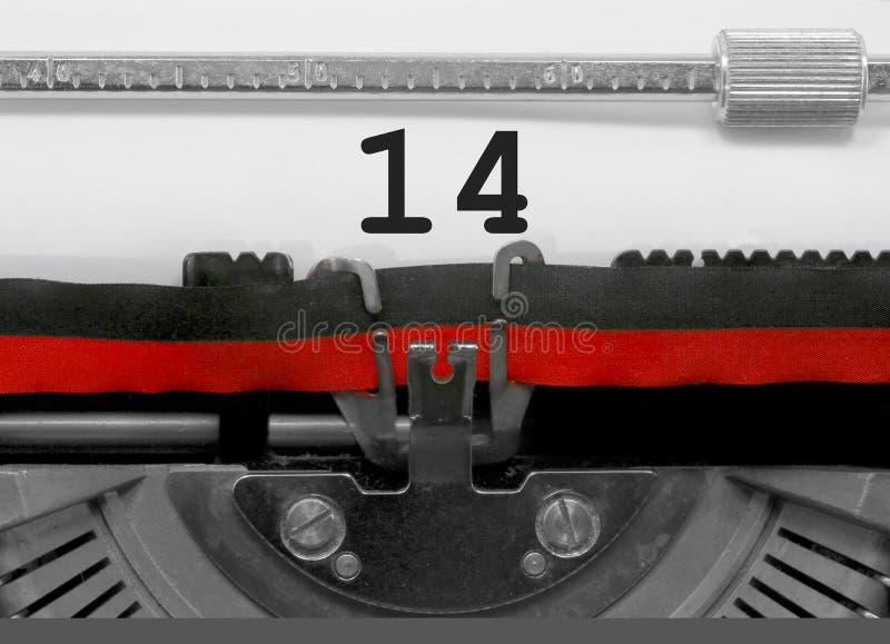 Numero 14 dalla vecchia macchina da scrivere su Libro Bianco immagini stock libere da diritti