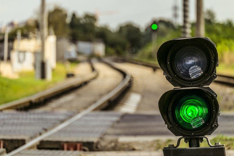 Numeru banku światła ruchu z zielonym sygnałem na kolei fotografia stock