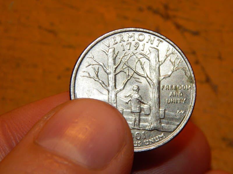 Numismatik som samlar mynt av olika länder fotografering för bildbyråer