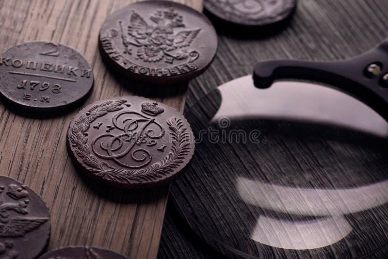 Numizmatyka, zbierają stare monety fotografia royalty free