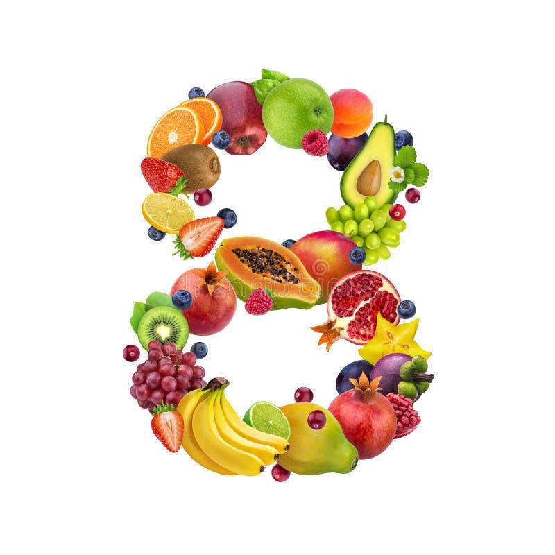 Nummer acht dat van verschillende vruchten en bessen, fruitalfabet wordt gemaakt dat op witte achtergrond wordt geïsoleerd stock afbeeldingen