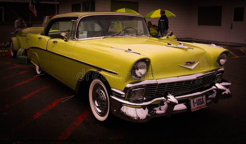 Nummer 1 de gele, oude auto van de V.S. stock afbeeldingen