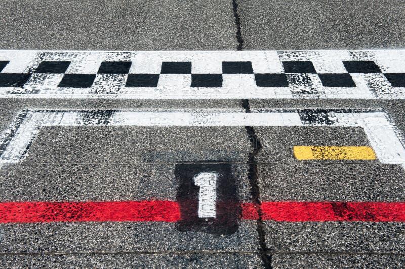 Nummer Eins-Pole-Position auf der Speedway, die Bahn beginnt stockfotos