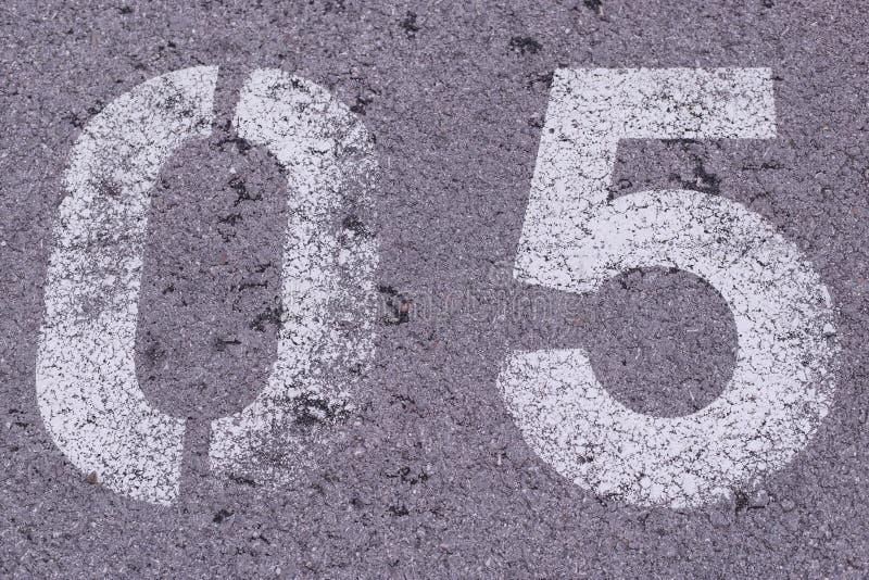 Nummer 5 i betong arkivbild