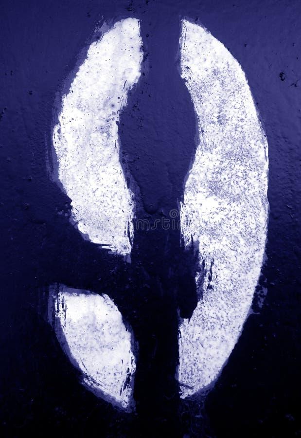 Nummer 9 i stencil p? metallv?ggen i bl? signal fotografering för bildbyråer