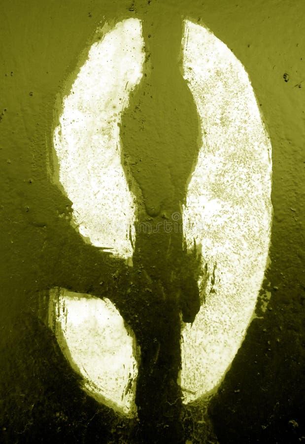 Nummer 9 i stencil p? metallv?ggen i gul signal royaltyfria foton