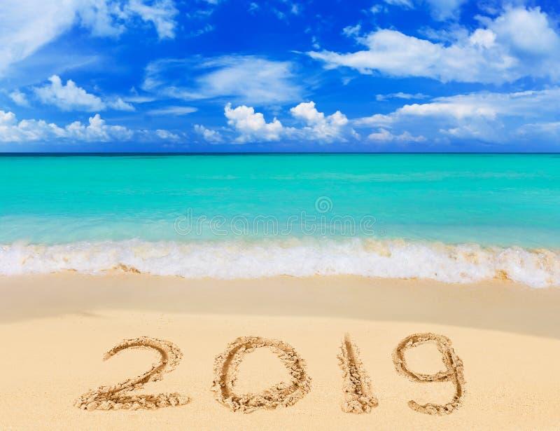 Nummer 2019 op strand stock foto