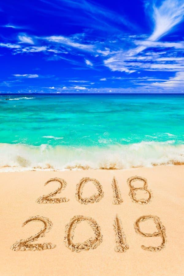 Nummer 2019 op strand royalty-vrije stock afbeelding