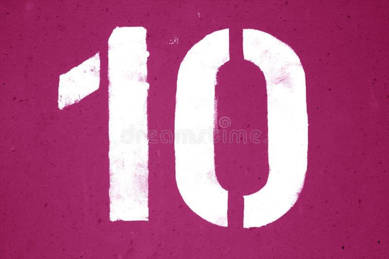 Nummer 10 in stencil op metaalmuur in roze toon royalty-vrije stock fotografie