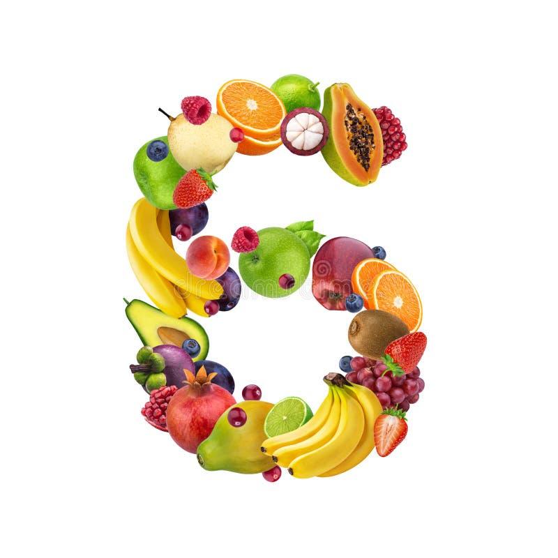Nummer zes dat van verschillende vruchten en bessen, fruitalfabet wordt gemaakt dat op witte achtergrond wordt geïsoleerd royalty-vrije stock foto