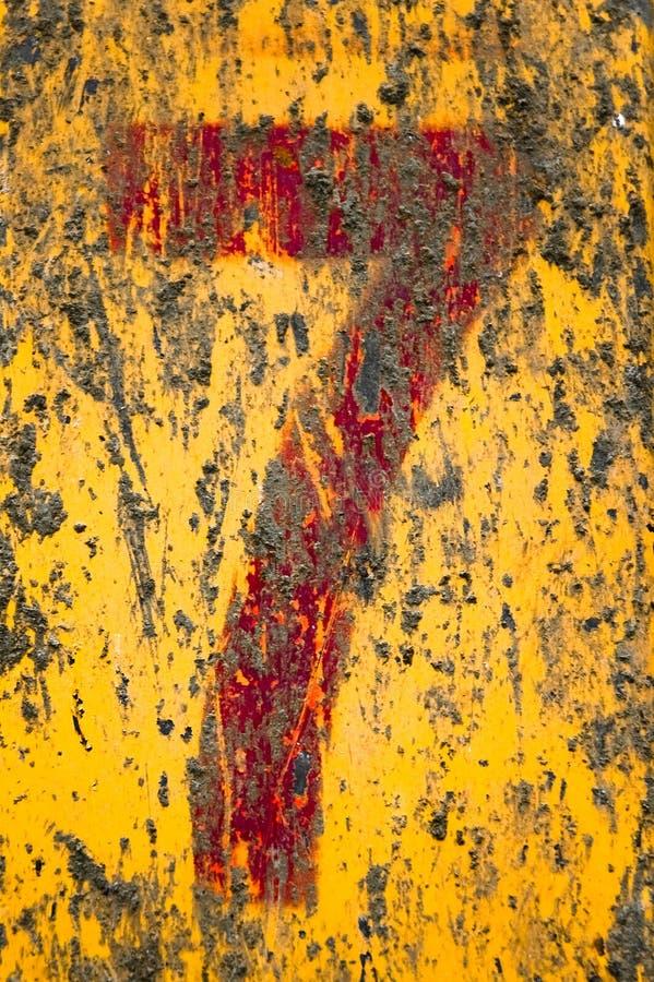 Nummer zeven dat op vuile metaaloppervlakte wordt geschilderd. vector illustratie
