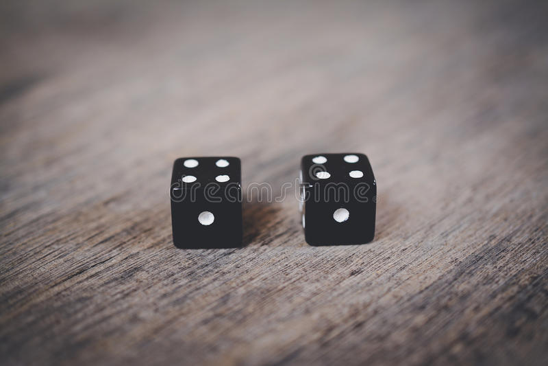 Nummerdubblett en för två svart tärning arkivfoton