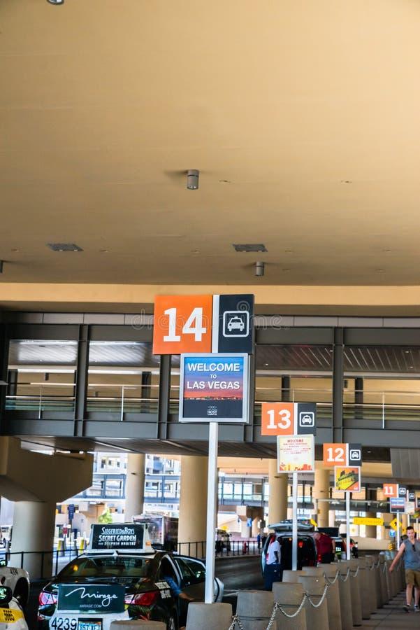Nummerierte Taxiställe Las Vegass McCarran Flughafen stockfoto