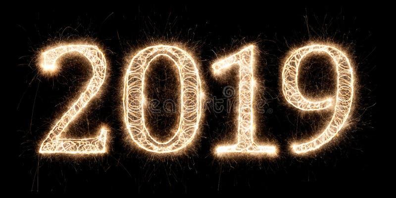 Numrerar pyrotechnic fyrverkerier för ljust tomtebloss 2019 lyckliga nya år arkivfoton