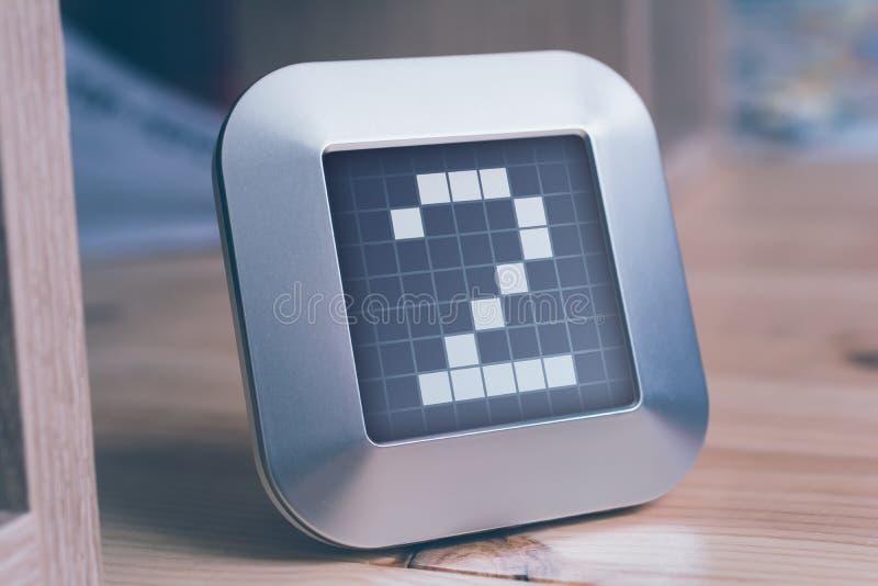 Numret 2 på en Digital kalender, termostat eller tidmätare royaltyfri fotografi