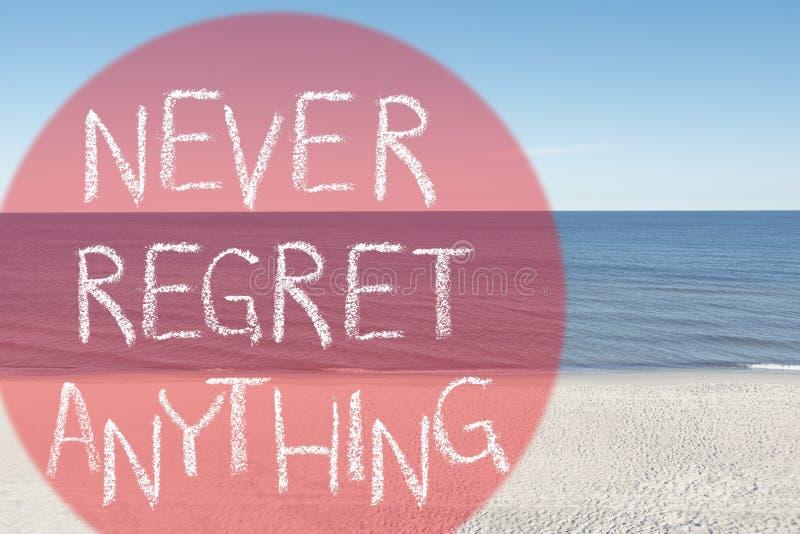 Nunca lamente na praia imagem de stock royalty free