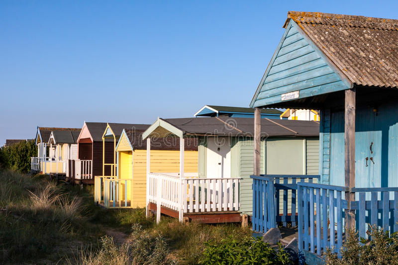 NUNSTANTON, NORFOLK/UK - 2 DE JUNIO: Chozas de la playa en Hunstanton Norfo imágenes de archivo libres de regalías
