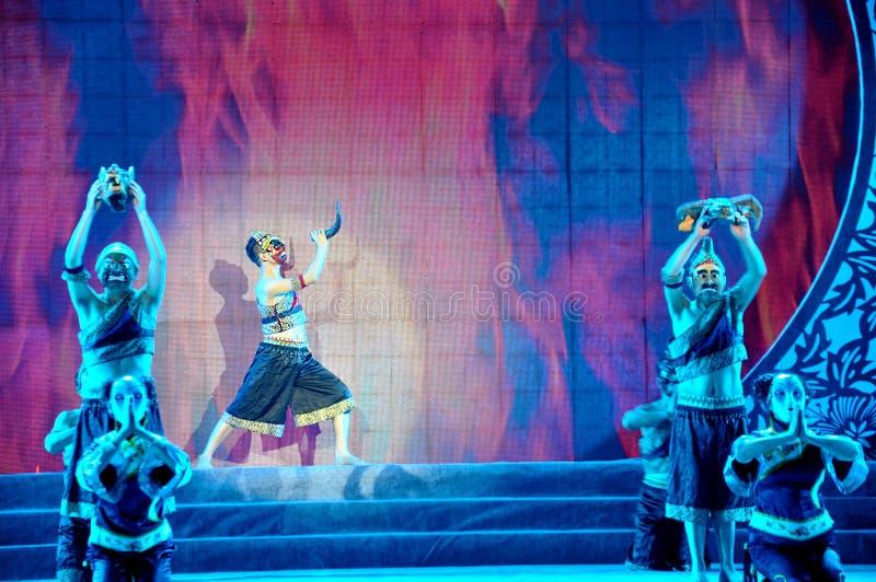 Nuo Opera Performance på lyktafestival arkivfoton