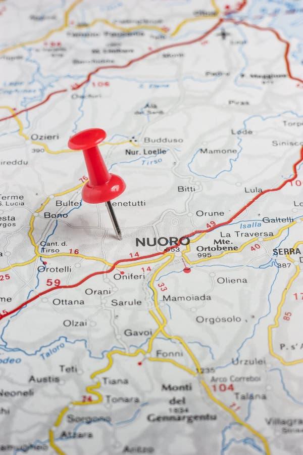 Nuoro ha appuntato su una mappa dell'Italia fotografia stock