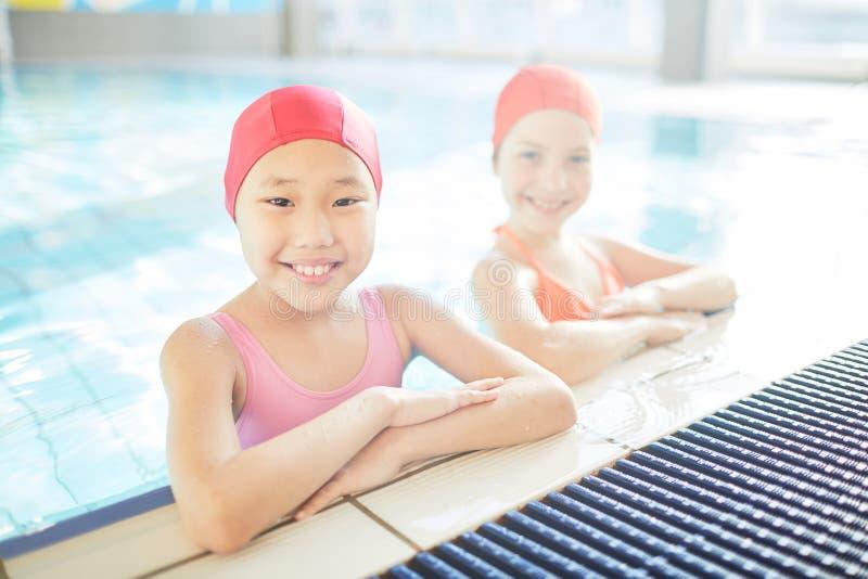 Nuotando dopo la scuola fotografie stock