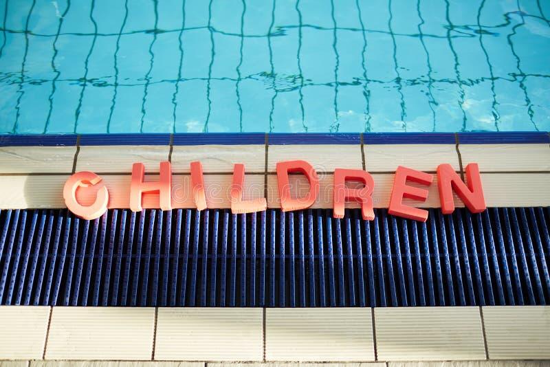Nuotando per i bambini fotografia stock libera da diritti