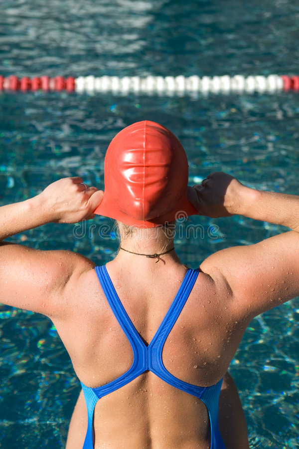 Nuotatore atletico fotografie stock