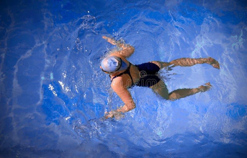 Nuotatore della giovane donna fotografia stock