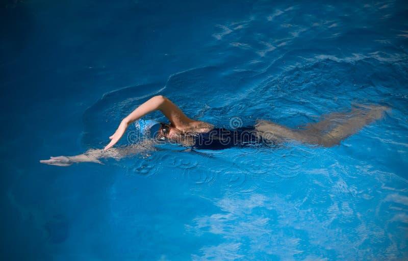 Nuotatore della giovane donna fotografia stock libera da diritti