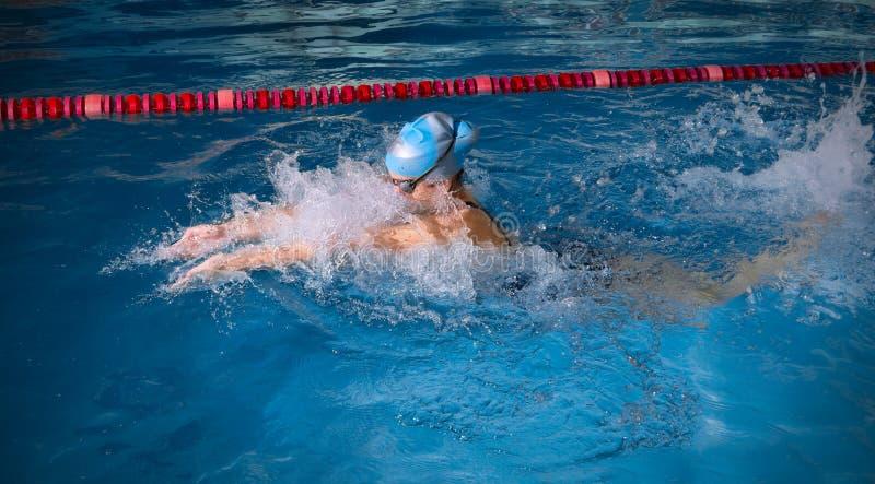 Nuotatore della giovane donna immagini stock
