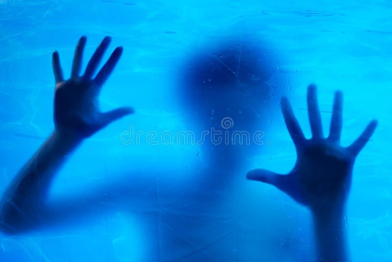 Nuoto della donna subacqueo immagine stock