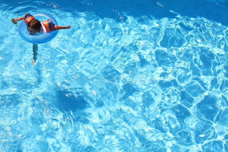 Nuoto della ragazza fotografia stock