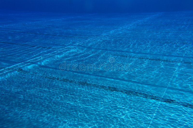 Download Nuoto-poo? fotografia stock. Immagine di luce, salute - 7324428