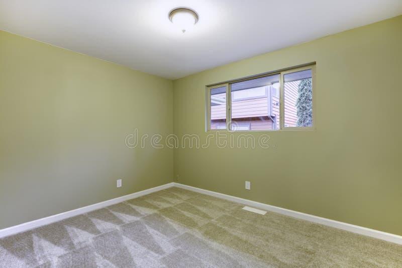 Nuova camera da letto vuota con le pareti verdi interne for Nuova camera da letto dell inghilterra