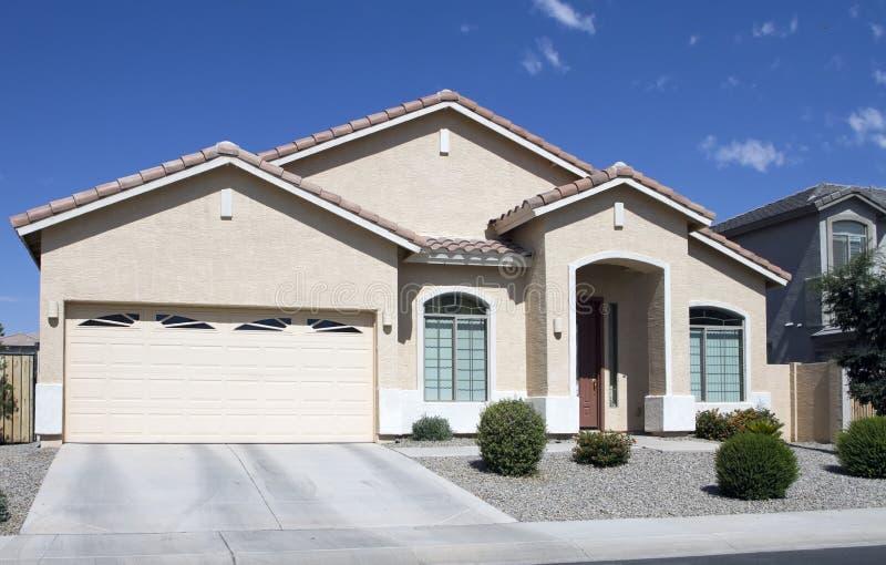 Case moderne nel deserto immagine stock immagine di for Entrate case moderne