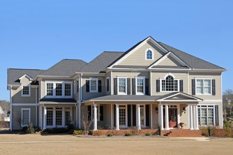 Nuova casa di lusso fotografia stock immagine di reale for Piani di lusso a casa singola storia