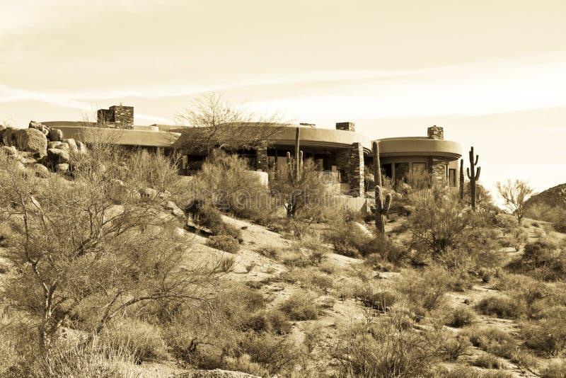 Nuova casa di lusso moderna di terreno da golf del deserto fotografia stock