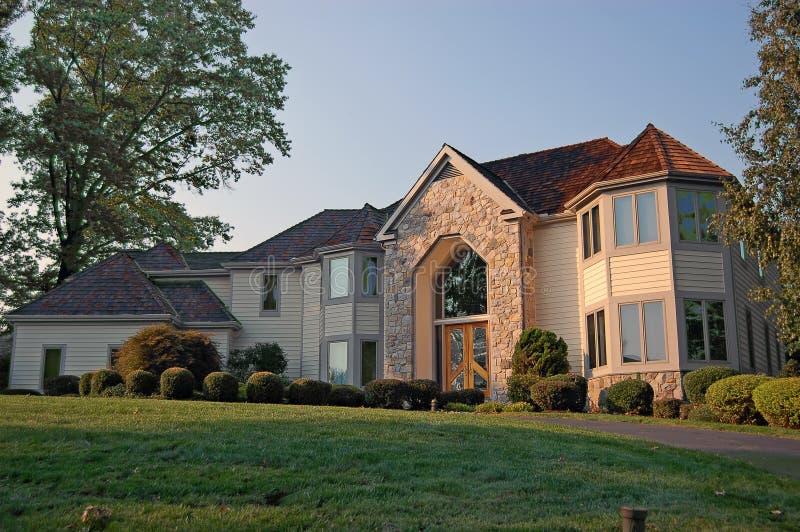 Nuova casa nei sobborghi immagine stock