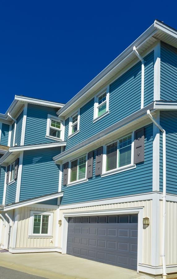 Nuova casa urbana residenziale in periferia di Vancouver, Canada fotografia stock