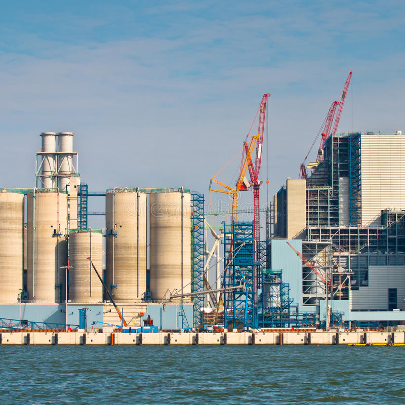 Nuova centrale elettrica del carbone che è costruita immagini stock