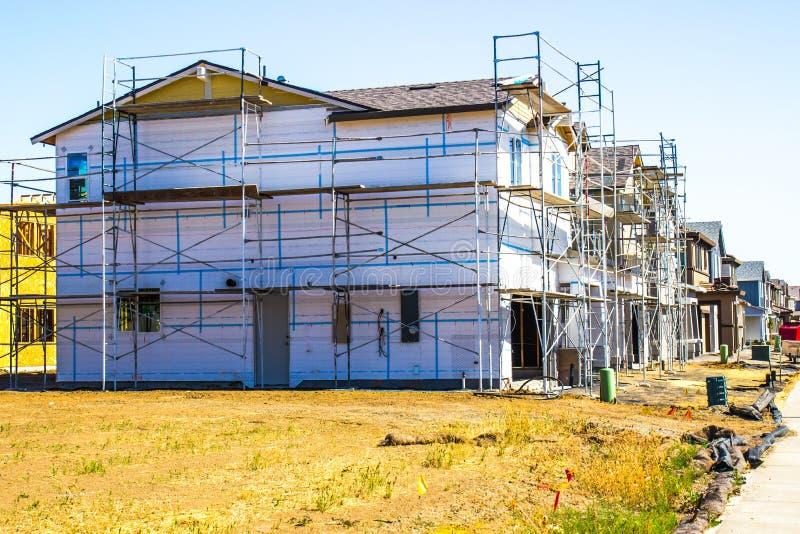 Nuova costruzione domestica di multi storia immagine stock